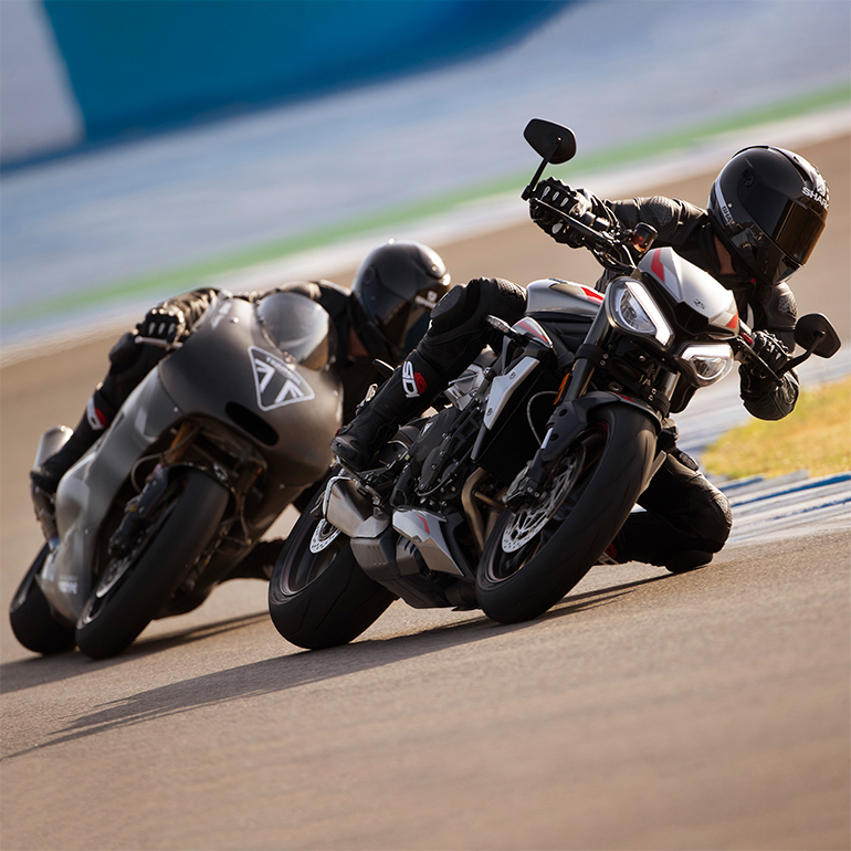 street-triple-rs-moto2-combi-20MY-Moto2-Feature-Block-770x770px