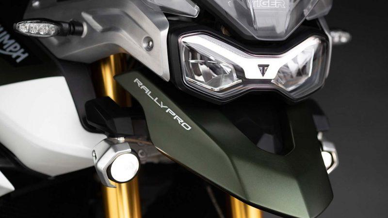 tiger-900-rally-pro-detail-20MY-AZ4I0625-AB-1-Rally-Lighting-stepcarousel_1410x793