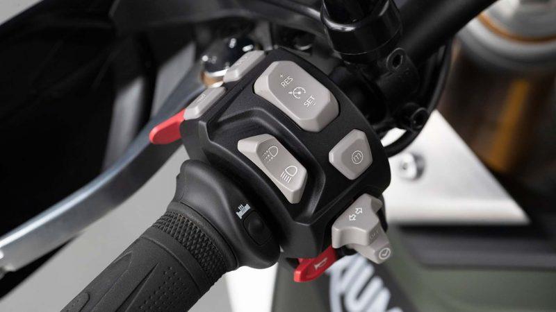 tiger-900-rally-pro-detail-20MY-AZ4I0778-AB-1-Rally-Switches-stepcarousel_1410x793